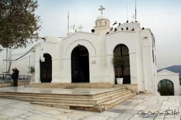 Šv. Jurgio koplyčia, pastatyta ant kalvos viršūnės